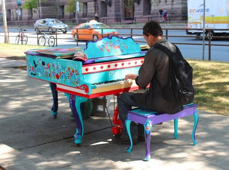 «Play Me. I'm Yours!» Торонто. Канада